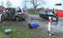 """Tragiczne zderzenie na """"berlince"""". Nie żyją trzy osoby [wideo][foto]"""